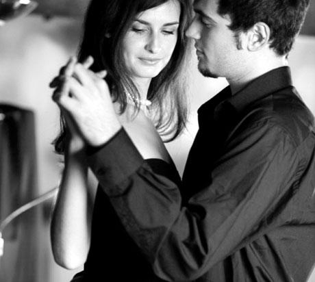 relato erotico, pareja bailando el blog del deseo, dulce deseo sexshop