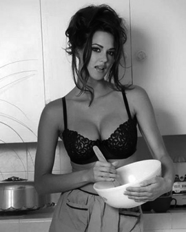 Sexy girl in kitchen, el blog del deseo