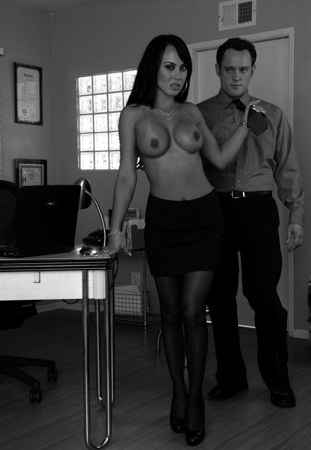 secretaria agarra corbata a jefe, el blog del deseo
