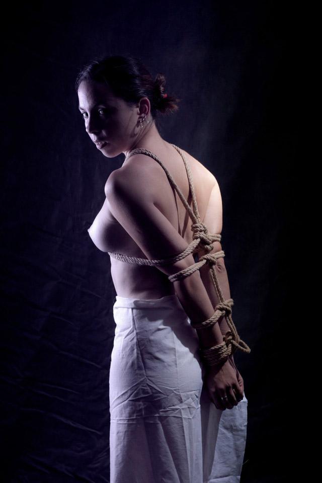 Mujeres atadas, chicas atadas, el blog del deseo